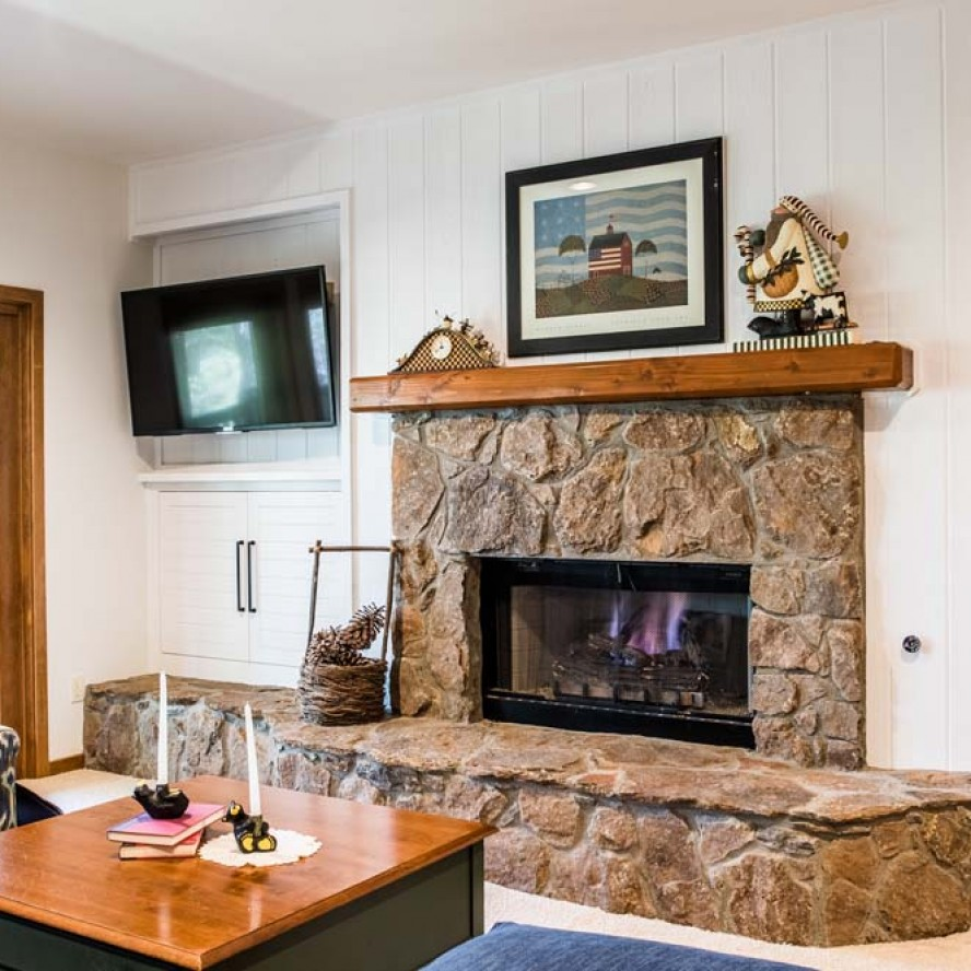 Fireplaces & Entertainment Areas